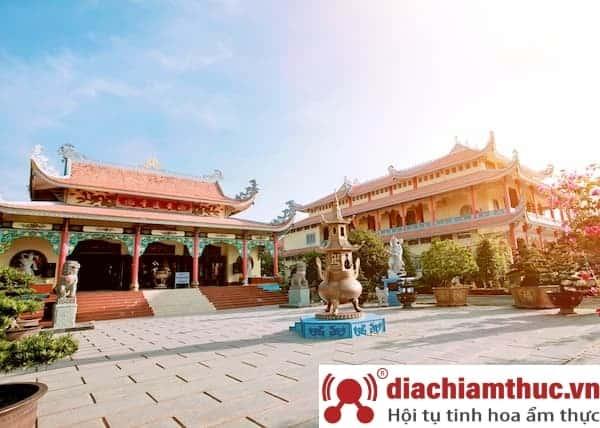 Chùa Huỳnh Đạo - Ngôi chùa rồng trên mặt nước