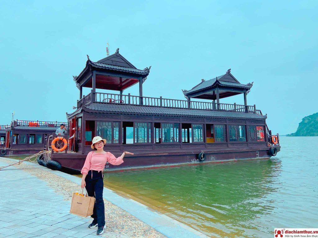 Di chuyển đến chùa Tam Chúc