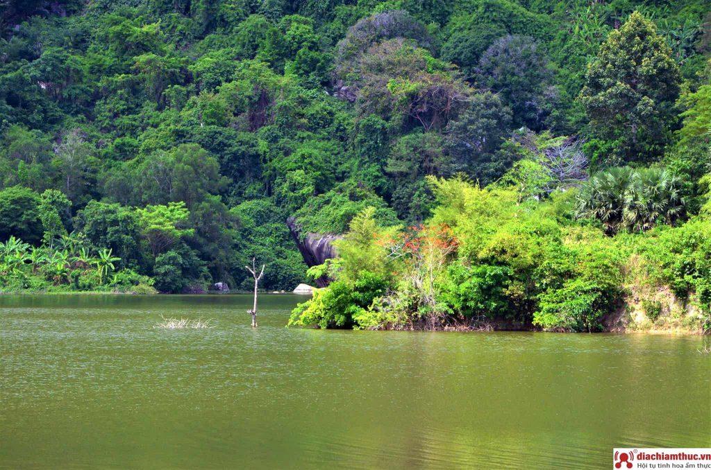 Hồ Ô Thum đẹp