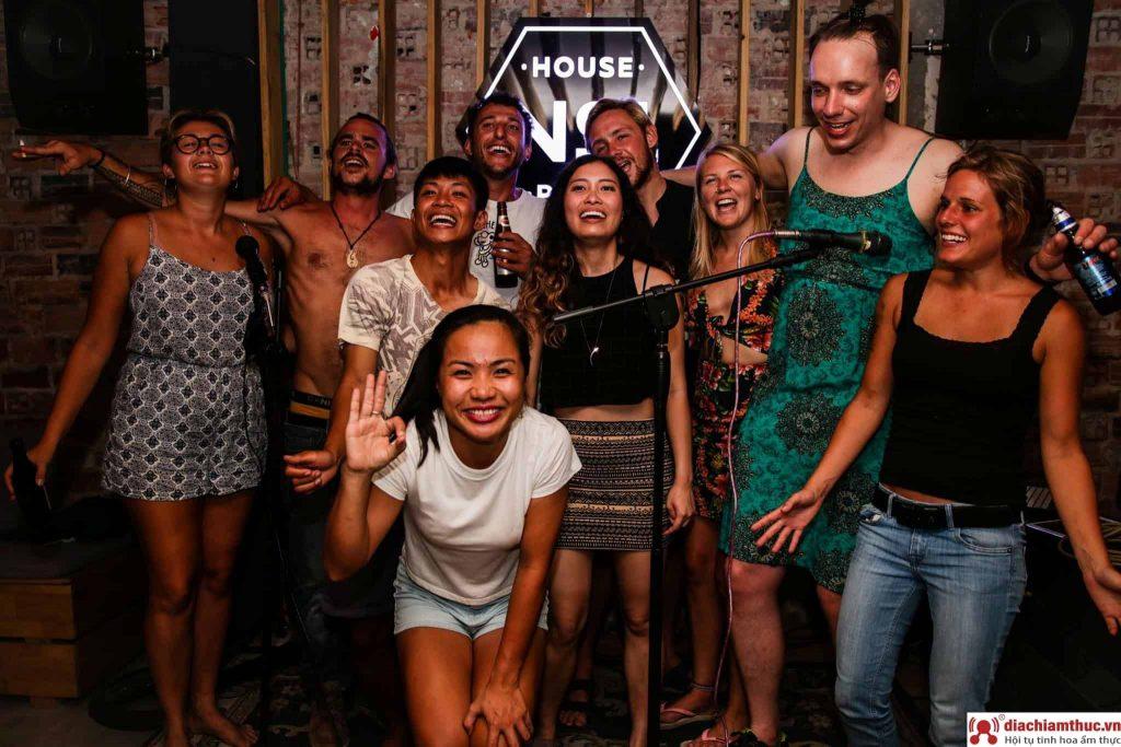 House No.1 Bar club