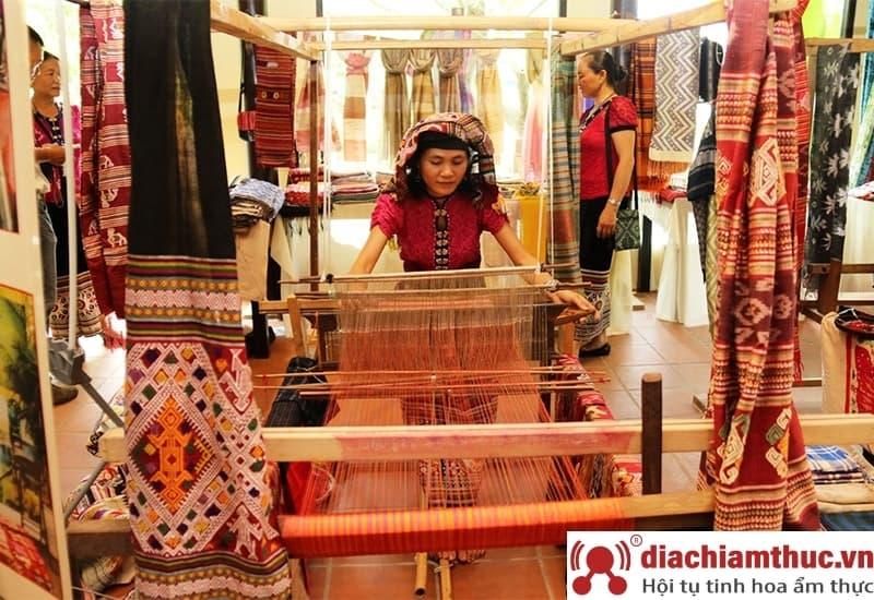 Làng văn hoá người Chăm ở An Giang