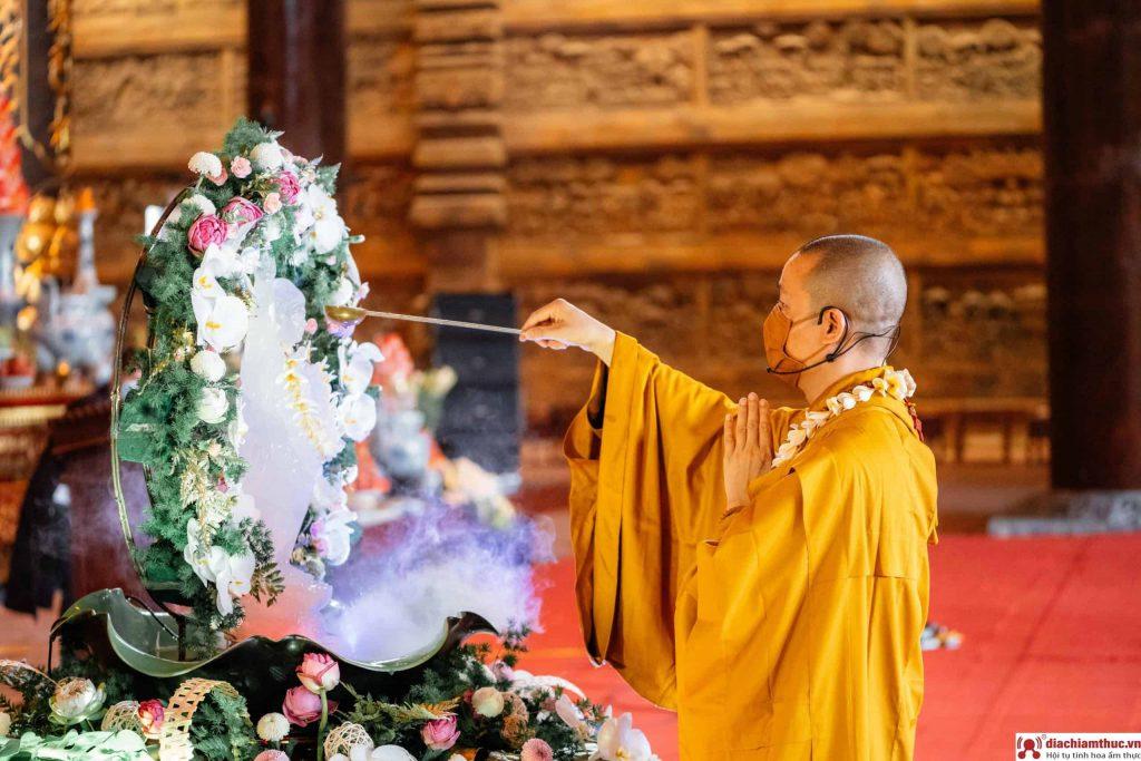 Nghi lễ Phật Đản chùa Tam Chúc