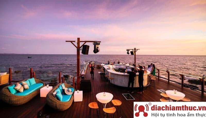 Rock Sunset Island Bar