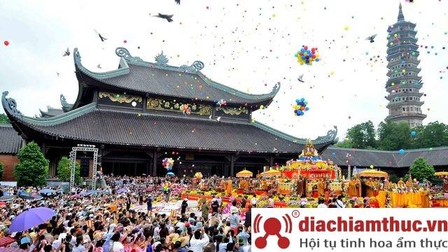 Tổ chức lễ hội Chùa Tam Chúc