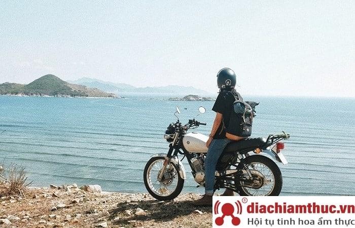 Đi bằng xe máy