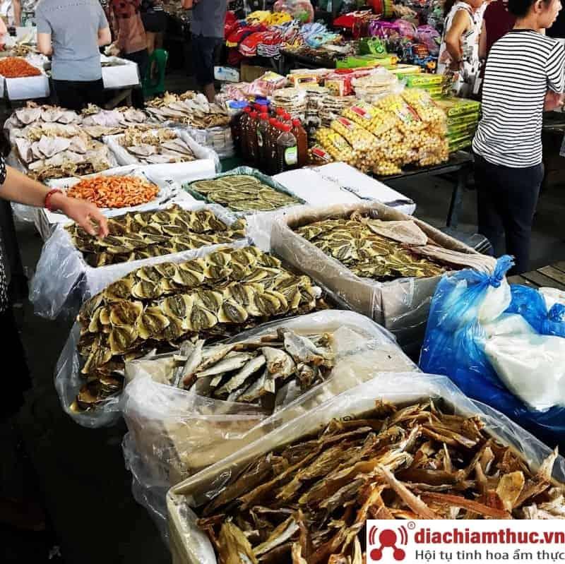 Ghé chợ Điện Biên