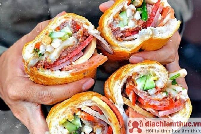 Bánh mì Huỳnh Hoa Lê Thị Riêng