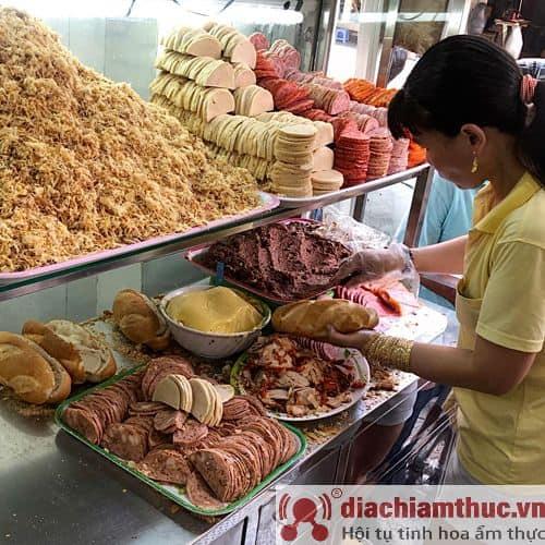Bánh mì Lê Thị Riêng