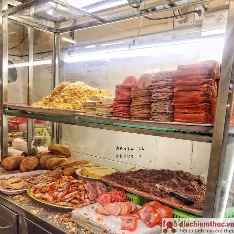 Bánh mì Quận 1 Huỳnh Hoa có gì ngon